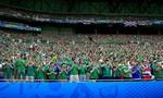 Một CĐV Bắc Ireland đột tử trên khán đài sân vận động