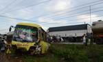 Xe khách đối đầu xe tải, nhiều người bị thương