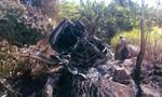 Ô tô tông chân núi bốc cháy, 5 người thoát chết