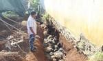 """Cống thoát nước """"đắp chiếu"""" gây thiệt hại nhà cửa, cây trồng"""