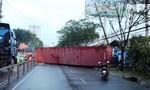 Container lao sang đường tông sập tường cảng Nhà Rồng – Khánh Hội
