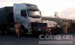 Xe container đâm xe ô tô 4 chỗ quay ngang khiến một người bị thương