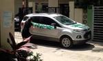Tranh cãi việc người phụ nữ dùng sơn ghi 'Đỗ ngu thế' lên xe hơi đậu trước cửa nhà