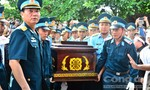 Truy tặng phi công Trần Quang Khải Huân chương Bảo vệ Tổ quốc