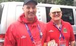Hai CĐV xứ Wales gặp sự cố đặt nhầm phòng hy hữu