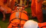 Tàu SAR vượt biển đưa thuyền viên vào bờ cấp cứu khẩn cấp