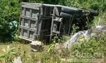 Xe tải mất lái lao xuống vực, tài xế tử vong
