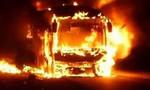 Clip xe giường nằm cháy dữ dội, hàng chục người tìm cách thoát thân