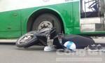 Xe buýt tông nam sinh viên trọng thương