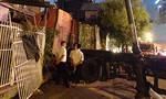 Container lao vào nhà dân ở trung tâm Sài Gòn, nhiều người thoát chết