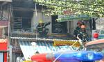 Cháy cửa hàng hoa vải gần chợ Bình Tây, tiểu thương hoảng loạn