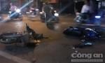 Hai xe máy đối đầu, 3 người nhập viện