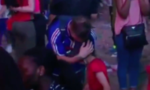 Clip: Cậu bé Bồ Đào Nha an ủi CĐV Pháp sau trận chung kết Euro