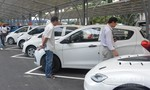Chợ xe 'kiểu Mỹ' sôi động ngày khai trương