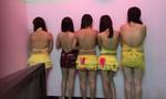 Quán karaoke không phép cho tiếp viên mặc bikini chiều khách giữa Sài Gòn