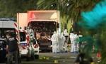 Khủng bố lái xe tải lao vào đám đông ở Pháp, hơn 70 người chết