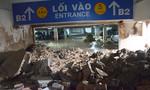 Vỡ tường hầm chung cư ở Sài Gòn, 19 xe máy bị vùi lấp trong bùn