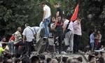 Người dân Thổ Nhĩ Kỳ liều mình chặn xe tăng của lực lượng đảo chính