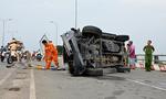 Ô tô tông xe máy, lật ngang trên cầu Lò Gốm, 3 người nhập viện