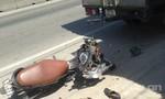 Tông xe tải đang dừng bên đường, 1 người nguy kịch