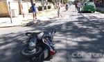 Taxi va chạm mô tô, một người nhập viện