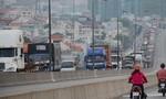 Container húc ô tô con, cầu Phú Mỹ kẹt cứng