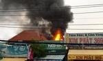 Cháy nhà bán cà phê, cả khu phố hoảng loạn