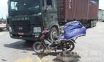 Container đâm xe máy, hai mẹ con bị thương nặng