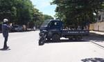 Xe máy tông xe bán tải, 1 người nguy kịch