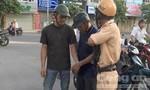 CSGT tóm gọn 2 tên 'cẩu tặc'
