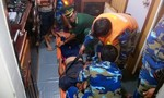 Cấp cứu một ngư dân bị tai biến trên biển