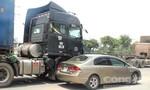 Hai vụ tai nạn trên xa lộ Hà Nội, giao thông ùn ứ kéo dài