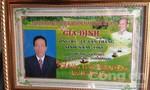 Hàng ngàn gia đình bỏ tiền mua bảng kỷ niệm 'tự chế'
