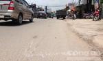 Sĩ quan quân đội đưa người gặp tai nạn giao thông đi cấp cứu
