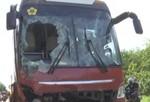Xe Thành Bưởi bị lật, người dân đập cửa cứu hành khách