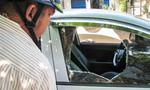 Đập vỡ kính xe ô tô trộm tài sản ở Sài Gòn