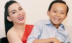 Hồ Văn Cường tới phim trường ủng hộ mẹ nuôi Phi Nhung