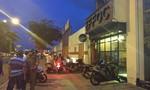 Bốn thanh niên bị chém gục trong quán cà phê giữa trung tâm Sài Gòn