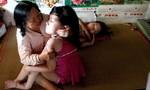 Phi thường người mẹ một mình nuôi 3 con nhiễm chất độc da cam