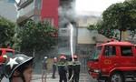 Ngôi nhà 4 tầng bốc cháy, khách ăn trưa bỏ chạy tán loạn