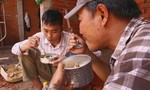 Hoàn cảnh cơ cực, rơi nước mắt của hai ứng viên 'Cười xuyên Việt'