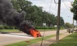 Xe tay ga bốc cháy trong khu công nghiệp Amata