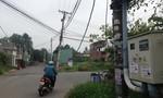 'Hung thần' ngang nhiên vào đường dân cư kéo nghiêng trụ điện