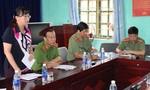 Thứ trưởng Lê Quý Vương thăm hỏi, động viên gia đình vụ thảm án Lào Cai