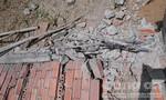 Bức tường nhà xưởng đổ sập, khiến 3 công nhân bị thương