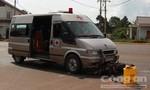 Xe chở quan tài tông xe máy, 2 người bị thương nặng