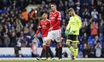 Manchester United được nhắc nhở đến sân đúng giờ