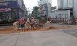CSGT Sài Gòn dọn bùn đất giải cứu an toàn đường sắt