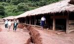 Di dời khẩn cấp trường học vì sạt lở đất