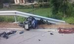 Xe máy tông ô tô ngược chiều, nhiều người thương vong